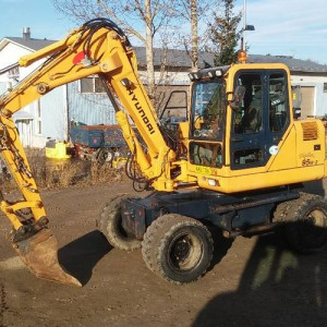 Wheeled excavator